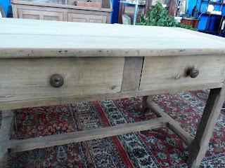 Mesa rústica en el desembalaje de Arriondas #mesas #vintage