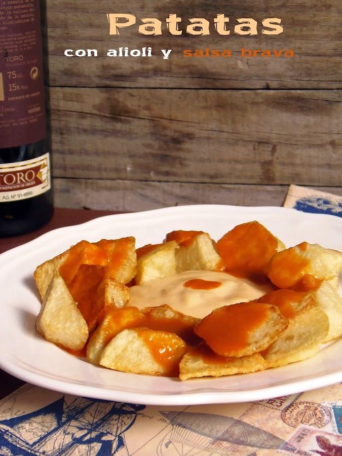 Prepara el clásico de las raciones españolas: patatas con salsa brava y alioli