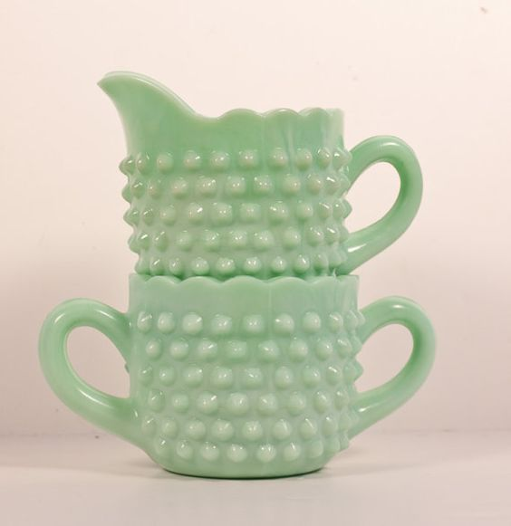 Pot à lait et sucrier en jadéite