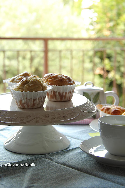 Muffin con paté di olive verdi e formaggio brie