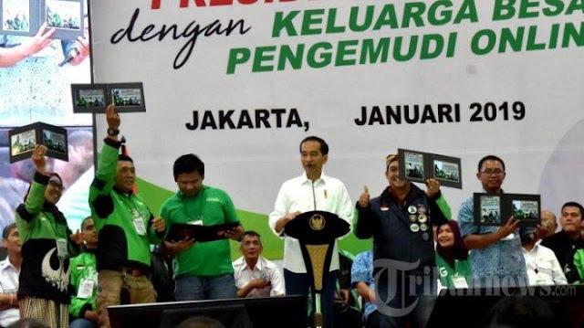 Jokowi Sebut Pengemudi Ojek dan Taksi Online Jadi Pelopor Model Pekerjaan Baru
