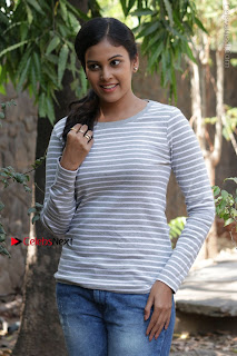 Tamil Actress Chandini Tamilarasan Latest Pos in Ripped Jeansat Ennodu Vilayadu Press Meet  0036.jpg