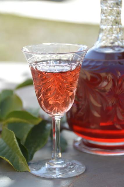 La Cucina Piccolina Il Liquore Di 100 Foglie Di Amarena Per Il