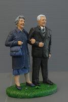 regalo nonni genitori anziani statuette personalizzate milano orme magiche
