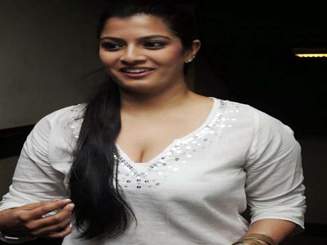 Photo Heroine: Varalaxmi Sarathkumar Actress Profile And
