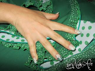 Decoración de uñas estilo flamenco
