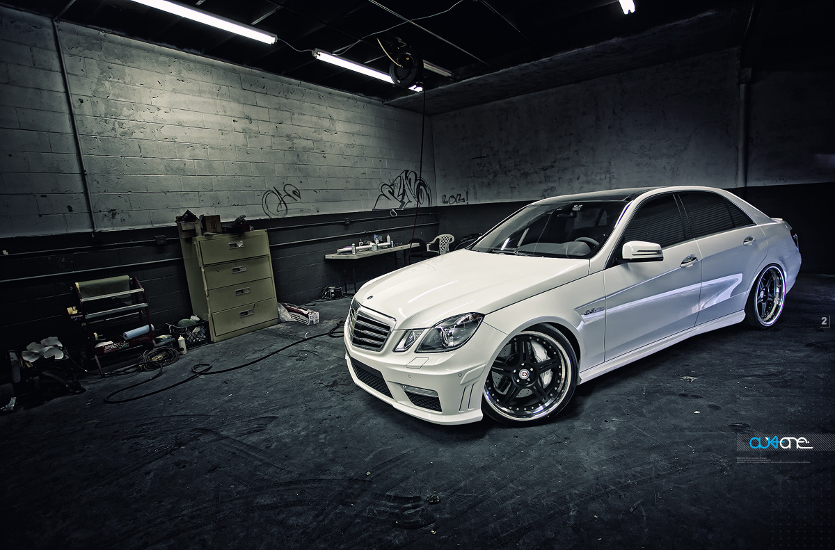 mercedes benz w212 e63 amg white on hre wheels benztuning. Black Bedroom Furniture Sets. Home Design Ideas
