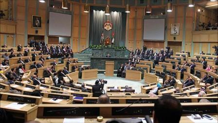 مجلس النواب الأردني يطالب بافتتاح معبر جديد مع سوريا