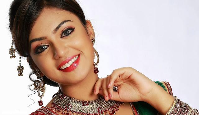 Nazriya Nazim smile
