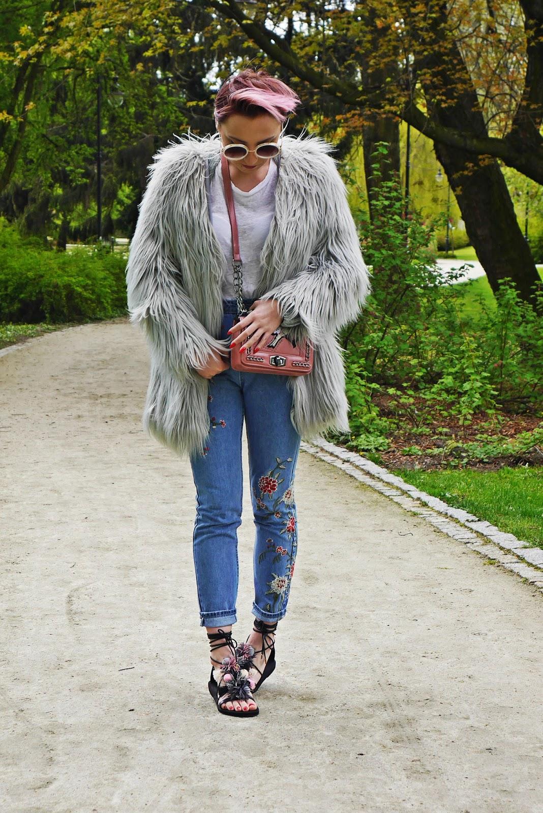 pompon_sandals_dresslily_ootd_look_karyn_blog_gray_fur_mama_jeans_020517
