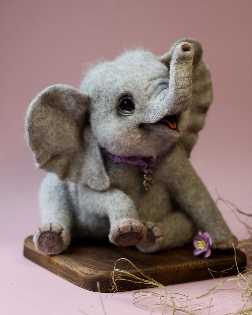 08-Elephant-Tatiana-Barakova-Татьяна-Баракова-Plush-little-Animals-made-of-Wool-www-designstack-co