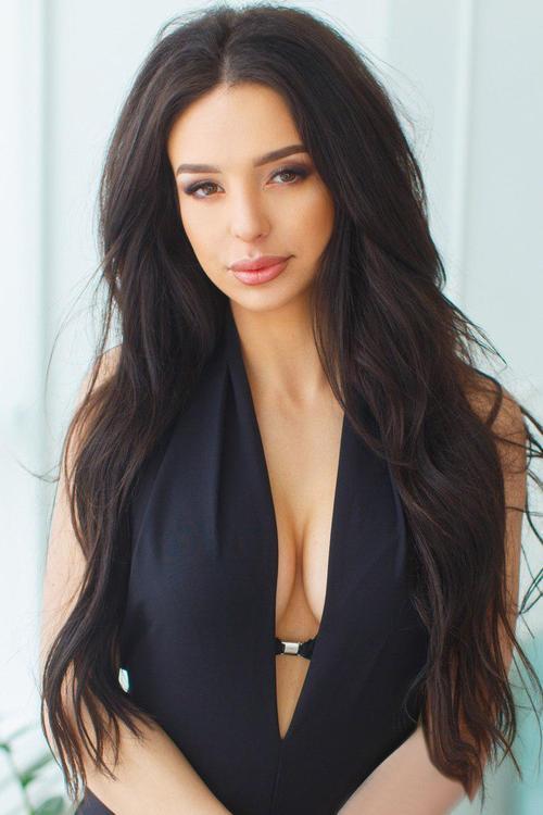 schöne russische Frau bei Heiratsvermittlung: Natalya 28 Jahre