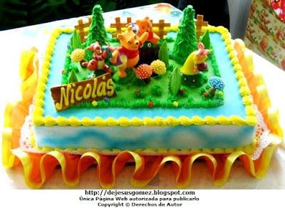 Foto de la torta de cumpleaños para niño, decorado con el Oso Pooh y sus amigos. Foto de torta tomada por Jesus Gómez