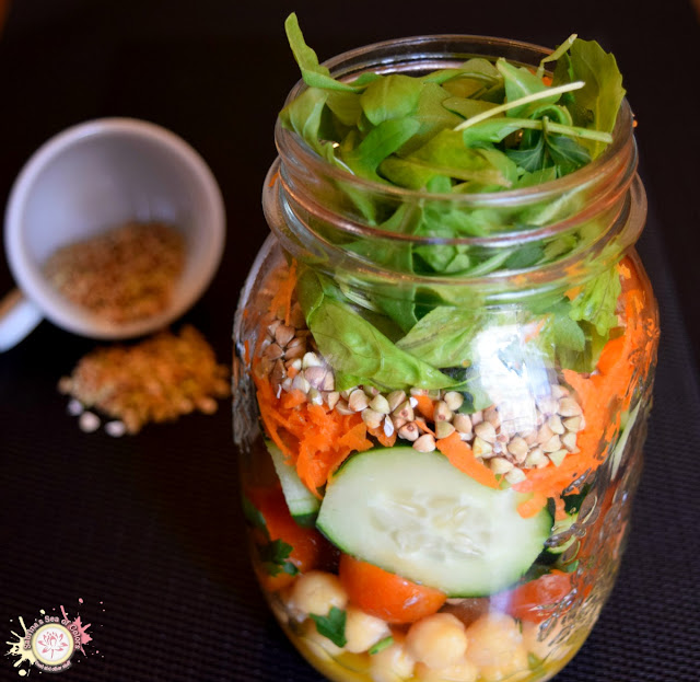 Ensaladas en una jarra
