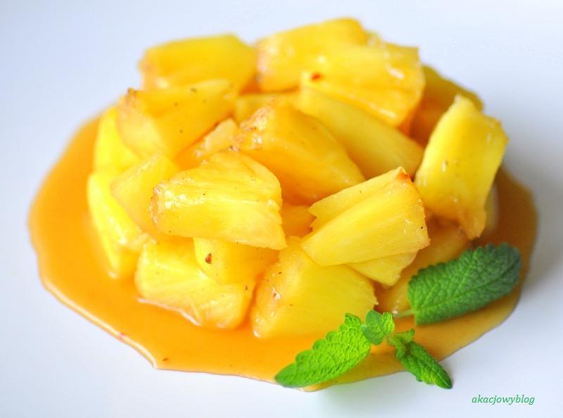 Ananas z chińskimi przyprawami.