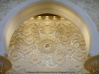 Interior de la Mezquita Sheikh Zayed o Gran Mezquita de Abu Dhabi