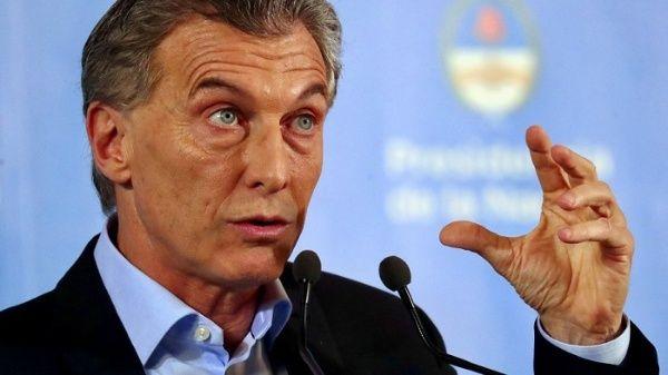 Macri defiende plan económico para resolver crisis en Argentina