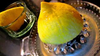 Manfaat buah lemon untuk memutihkan gigi