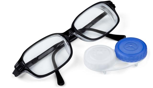 Pakai Kacamata atau Lensa Kontak, Mana yang Lebih Baik?
