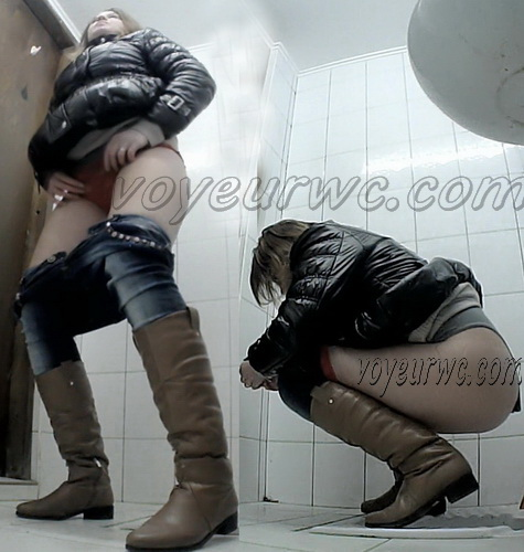 VB Piss 1686-1695 (Real women pee in toilet secret cam video)