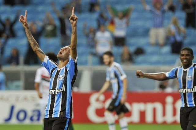 Luan decide e o Grêmio se mantém na liderança do Gauchão