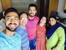 Hardik Pandya, Biography, Profile, Age, Biodata, Family , Wife, Son, Daughter, Father, Mother, Children, Marriage Photos.