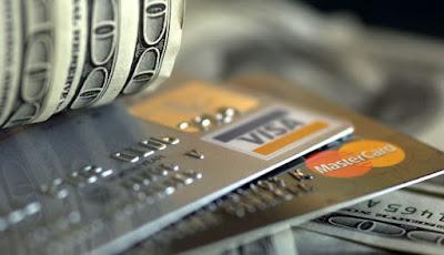Bayaran PTPTN boleh dibuat dalam bentuk tunai, menggunakan kredit kad / debit kad atau juga dalam bentuk cek.