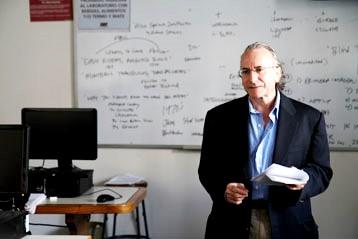 Foto de maestro en el aula de clases