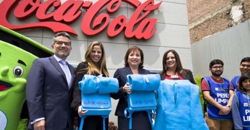 Empresas privadas reciclarán medio millón de botellas para hacer mochilas para escolares en Perú