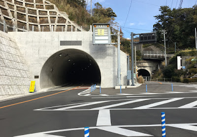 浜当目トンネルと旧道当目トンネル