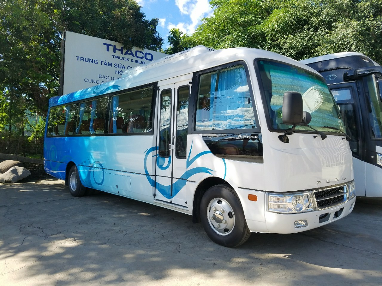 Xe khách 29 chỗ ngồi Fuso Rosa tại Hải Phòng phối màu xanh trắng