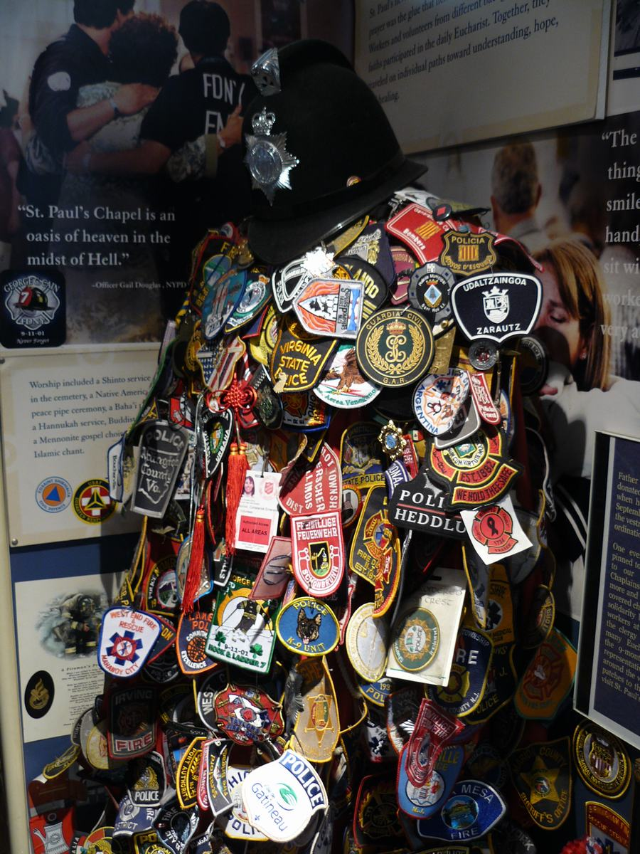 homenaje victimas 11S, sant paul chapel, escudos policias