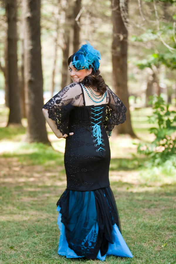 offbeat+gothic+steampunk+costume+black+blue+red+wedding+dress+gown+alternative+myth+nerdy+nerd+unique+fascinator+veil+lace+groom+hitched+studios+10 - Steampunk DIY