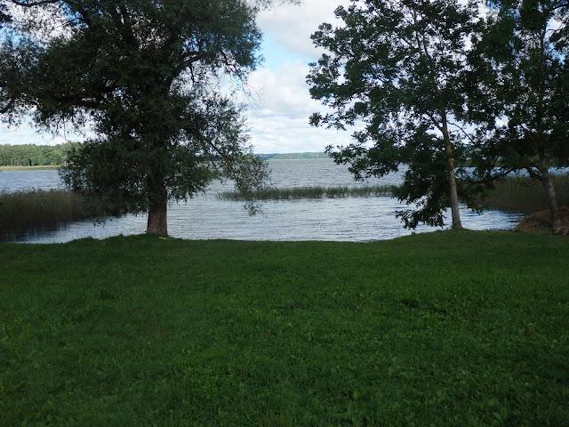 Nocleg na Litwie, nad jeziorem. Oprócz nas było kilka osób