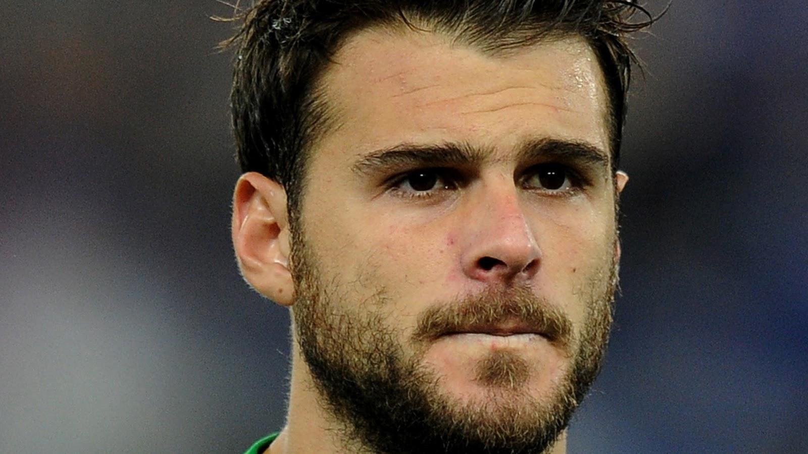 Orestis Spiridon Karnezis é um goleiro grego que atua na Udinese e na  Seleção Grega de Futebol. Aos 29 anos e com 1 aa854cfc19d