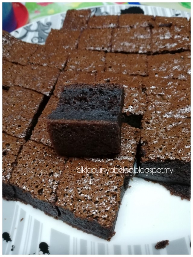Kek coklat tiramisu moist : Jom buat sendiri. Guna blender je!