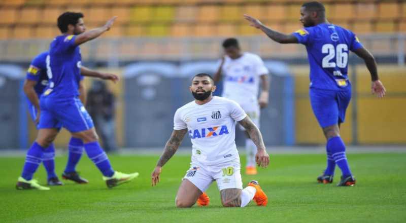 Vanderlei faz milagre, mas não evita derrota do Santos para o Cruzeiro