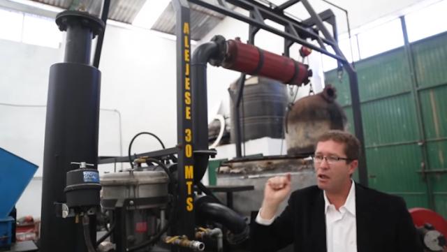 Inventor propone producir gasolina de desechos plásticos