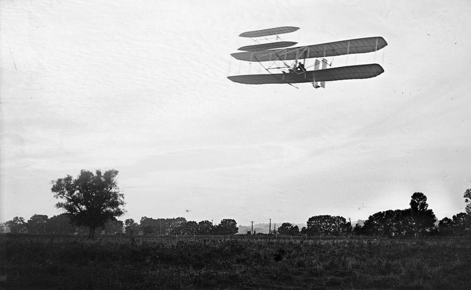 Front view of flight 41, Orville flying to the left at a height of about 60 feet; Huffman Prairie, Dayton, Ohio, September 29, 1905.