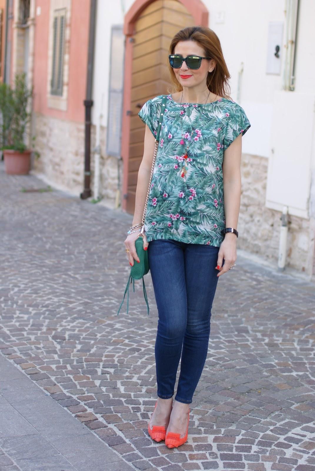 Hype Glass sunglasses and Mismash tropical print Askani t-shirt on Fashion and Cookies fashion blog, fashion blogger style