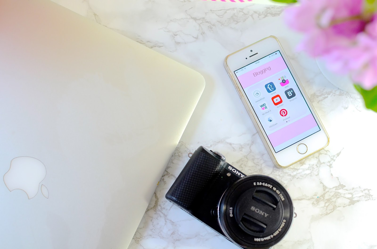 lifestyle, blogging, blogging advice, useful apps, apps for blogging, best apps for blogging, bloglovin, vsco cam, content, dizzybrunette3 blog