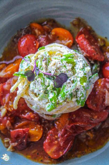 Spaghetti mit Bohnen, Ricotta und Tomatensoße