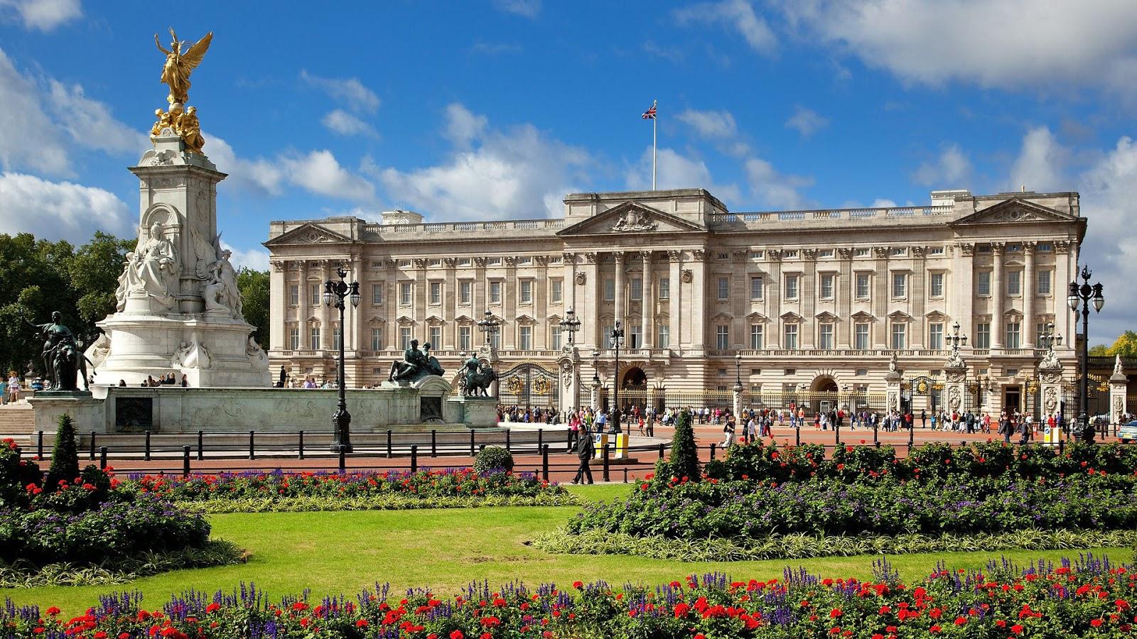 Buckingham Palace Suns...