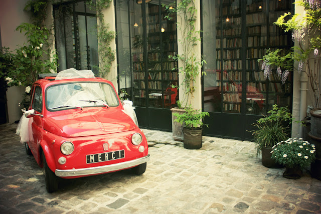 Used Book Café chez Merci Happy City