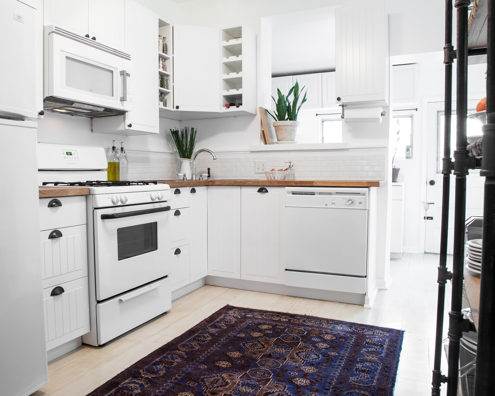 White Modern Kitchen Makeover