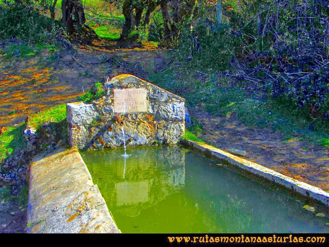 Ruta Pico Vízcares: Fuente en la majada Cureñu