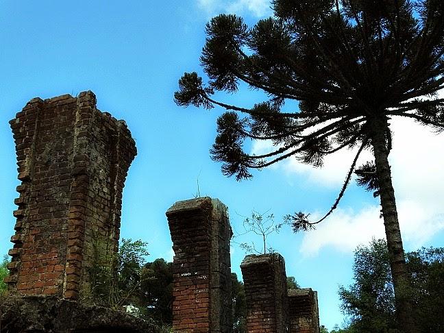 Ruínas do Cassino Palace Hotel, em Canela