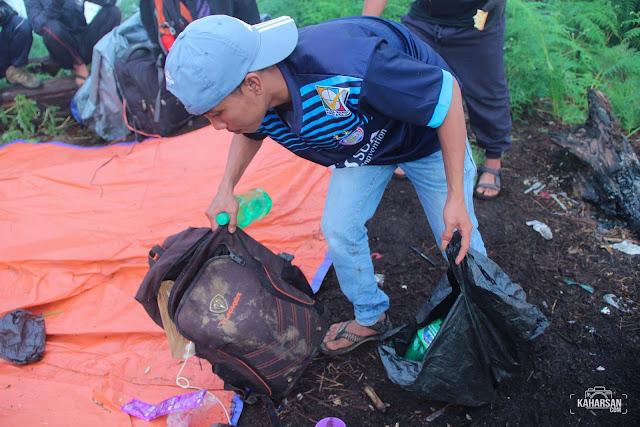 Bersih Sampah Puncak Mentajam Bukit Bongku Kec Nanga Mahap Kab Sekadau- kaharsan