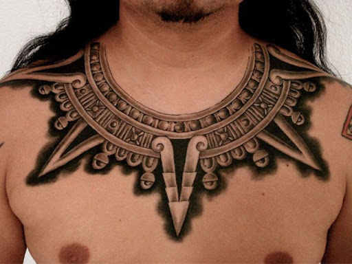 Este guerreiro asteca colar de tatuagem
