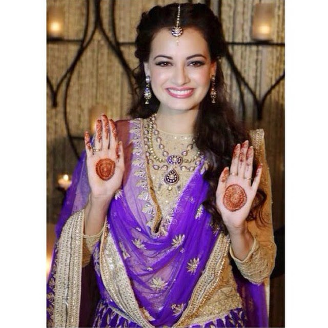 dia mirza, at her mehendi ceremony.. ✨💕, Dia Mirza Wedding Photos with Sahil sangha